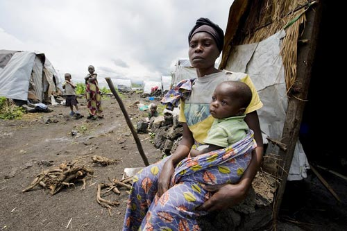 Buhimba, west of Goma. A woman with an orphaned child.