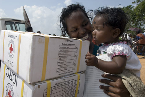 Sri Lankan Women with ICRC Hygiene Kit