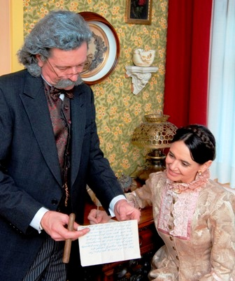 John Pogson as Samuel L. Clemens, Lisa Steier as Olivia L. Clemens