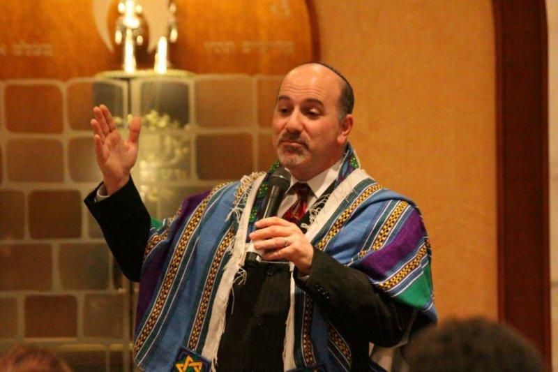 Rabbi Paul Kipnes at Or Ami ark