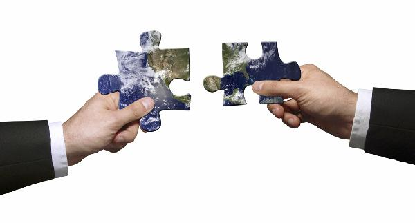 two hands puzzle pieces