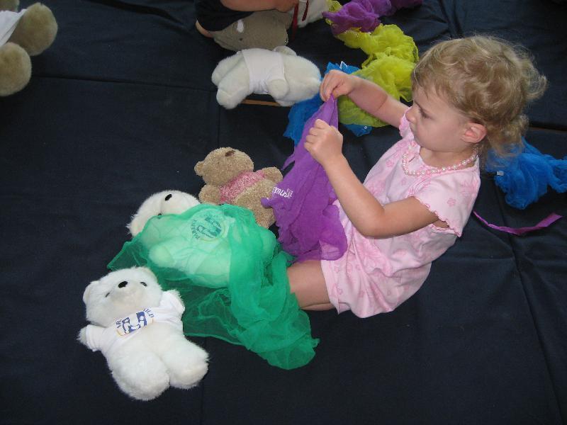 Kindermusik child & Parent Child U bears & scarves
