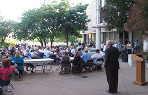 Crowd at admitted student barbecue