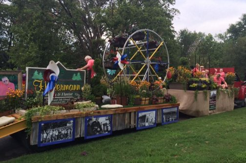 Photo of the Hillermann float in the 2016 Washington Town & Country Fair Parade