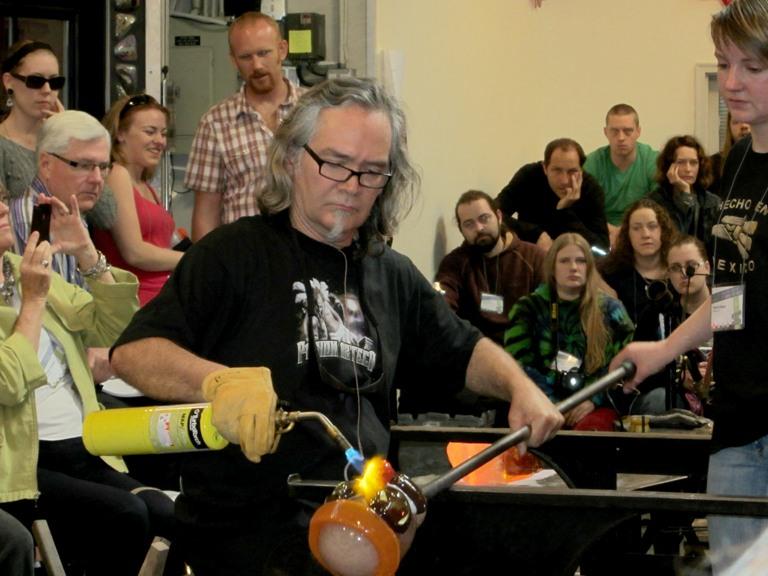 Jamex De la Torre working at Seattle Glassblowing Studio