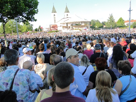 Vast Crowd at Saint James 6/25 2011
