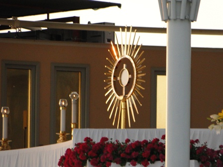 The Blessed Sacrament gives light