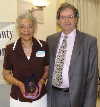 Everlyn Holland holding her award