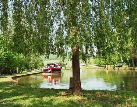 Barge2011