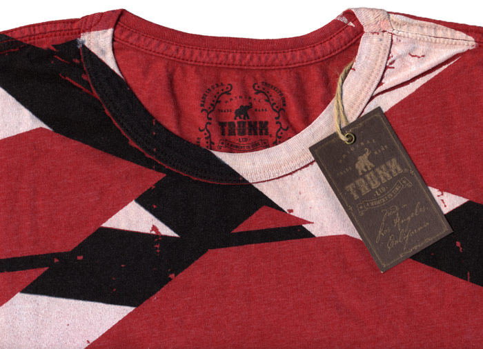 5484d158556 ... this tee also features a small EVH logo on the right sleeve