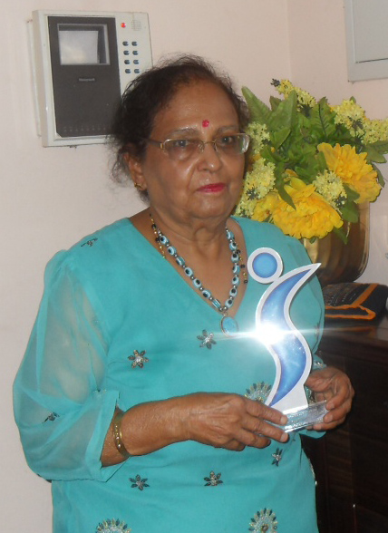 Laxmi with SI award