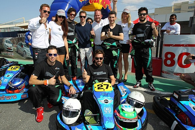 Fernando Alonso with the Puntonas team before the start of the Dubai Kartdrome 24 Hours