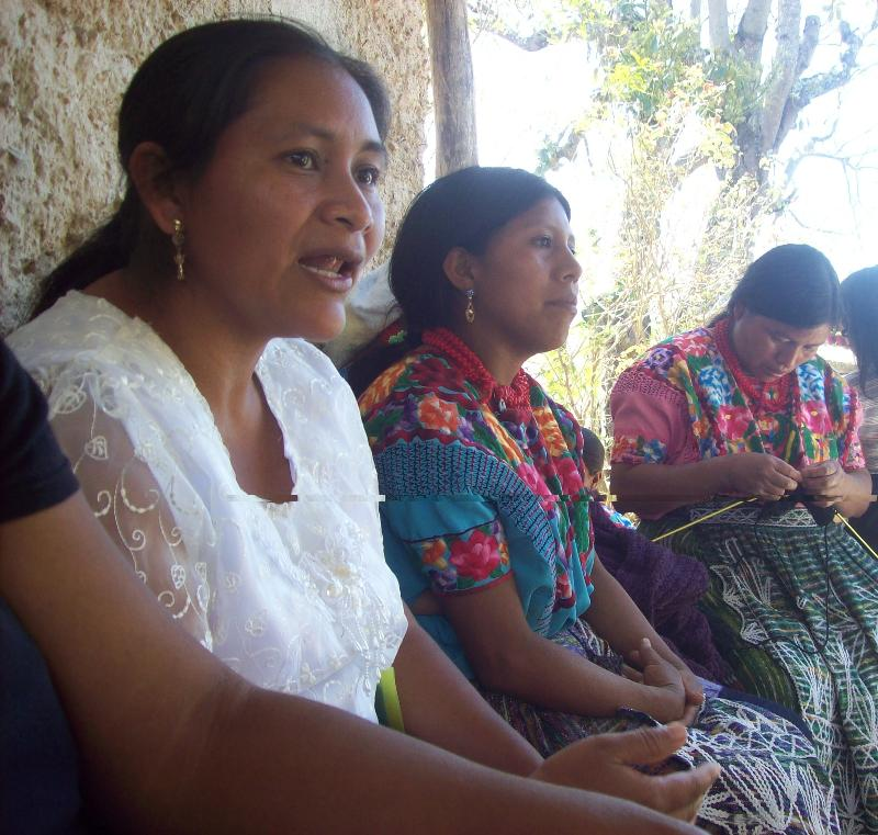 Woman of the Concertacion telling her story