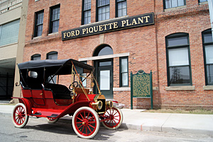 1909 T parked at Piquette Ave Plant