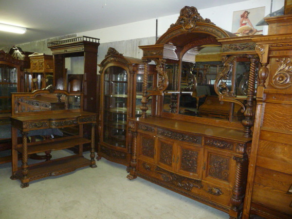 Antique collectible show next weekend at the portland for Hobbit house furniture
