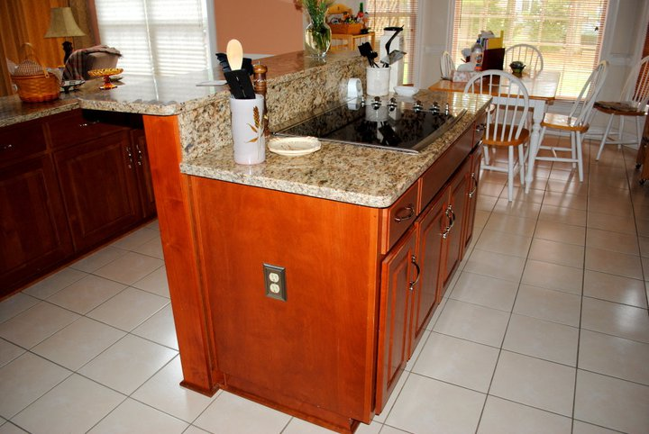 Kitchen islands the centerpiece of a functional kitchen - Kitchen island with cooktop and seating ...
