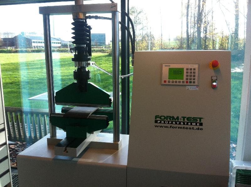 Form + Test beproevingsmachine Wienerberger NV - Kortrijk