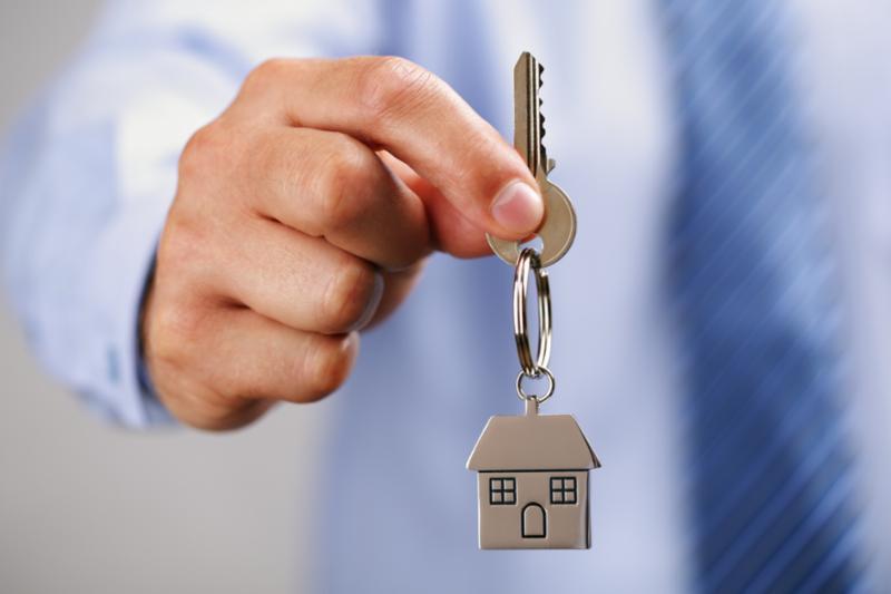 holding_house_key.jpg