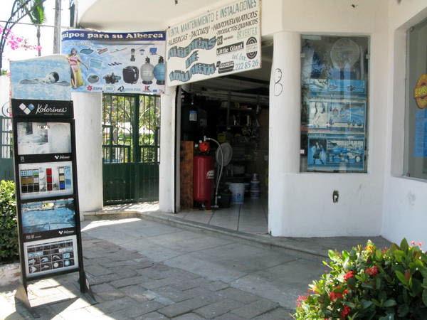 Albercas de Vallarta outside shop