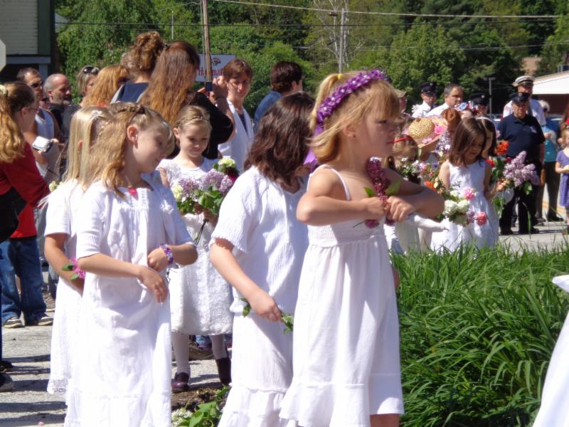 Memorial Day flower girls