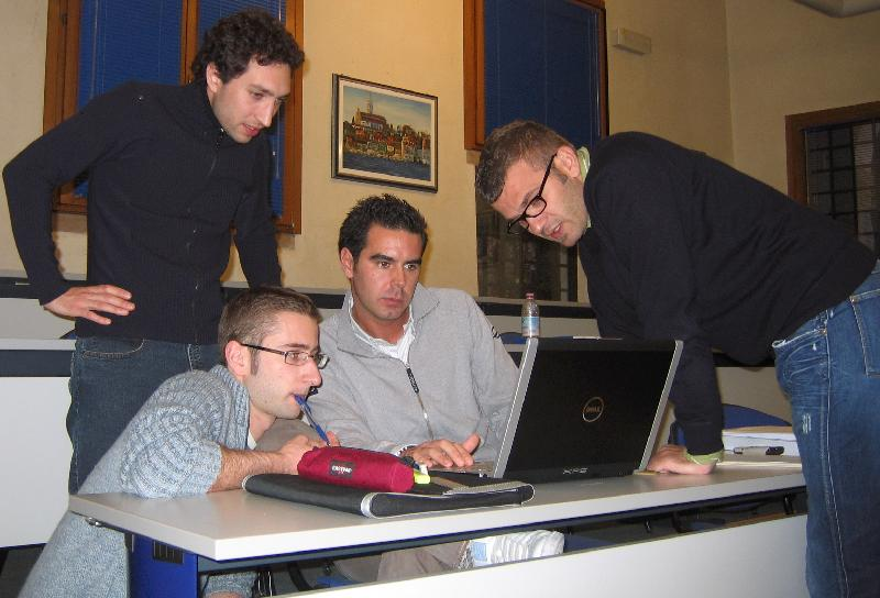 MBA full-time students work on consulting.