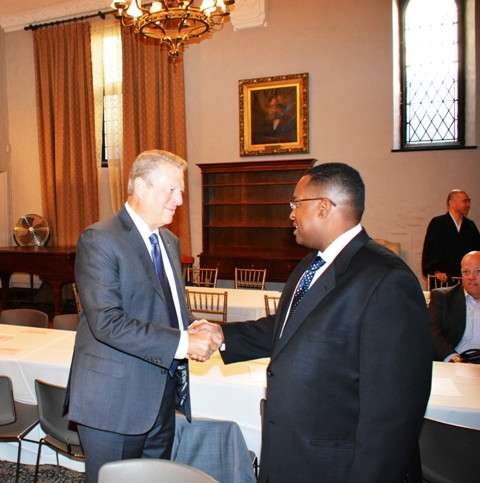 Vice President Al Gore and Warithudeen Mohammed II, President of The Mosque Cares