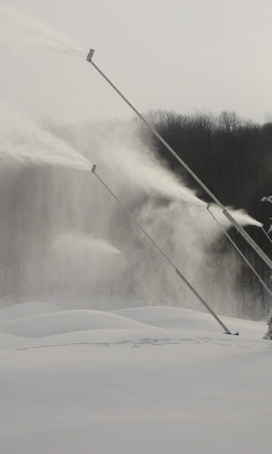 Snowmaking on School Haus