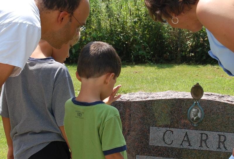 Al, Miles, Toby & Bette Carr at family grave site