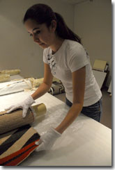 Ester Lopez, IAIA student and collection move volunteer