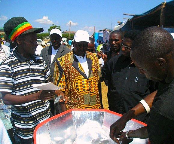 Gamba teaching Solar Cooking at Nane Nane