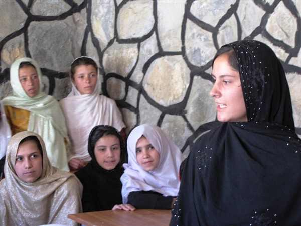 Benazir Hotaki & kids