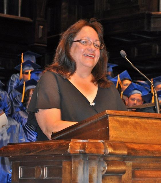 Susan Streifel accepting her CUNA award