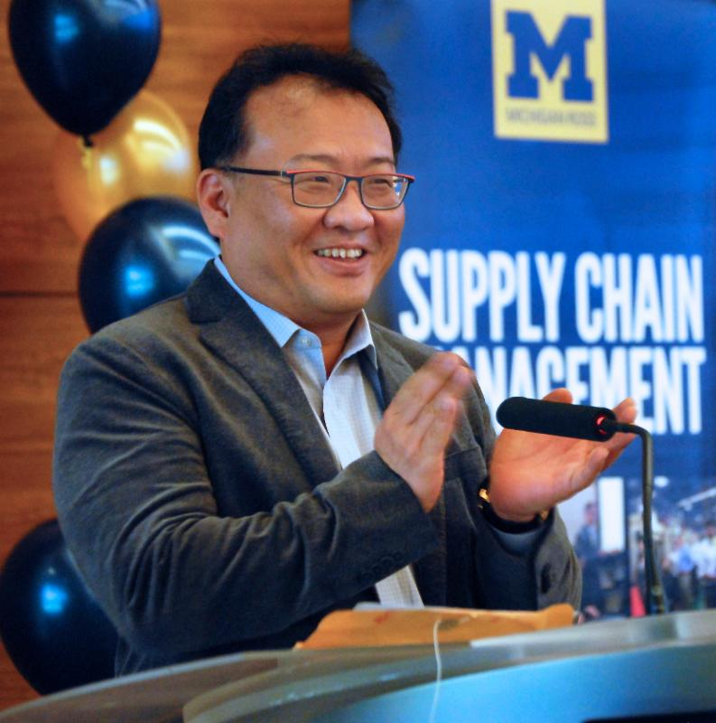 Prof. Hyun-Soo Ahn applauds the accomplishments of 2015 MSCM graduates.