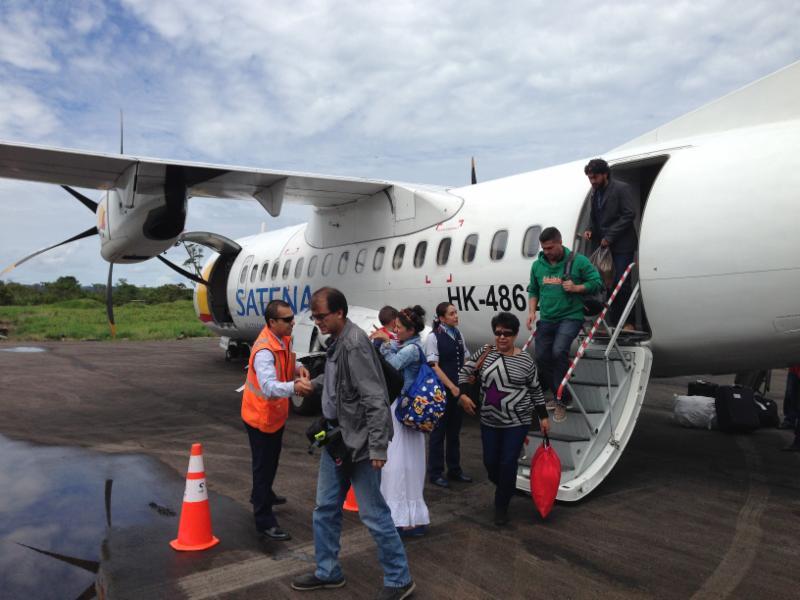 Satena flight arrives in Villagarzon from Bogota. Photo © El Mundo Magico 2015