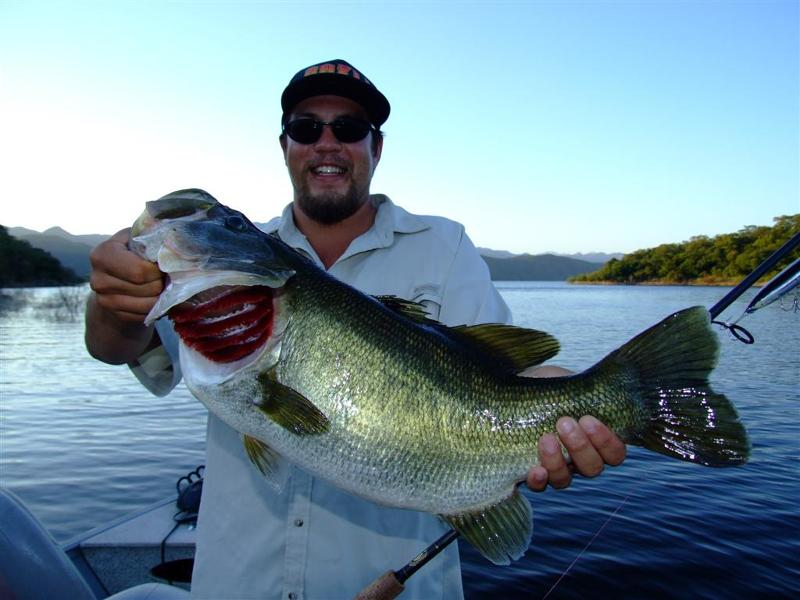Amazon peacock bass fishing with chris wright sport fish for Fishing in hawaii oahu