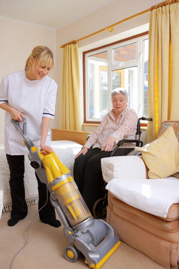 Aide Vacuumming