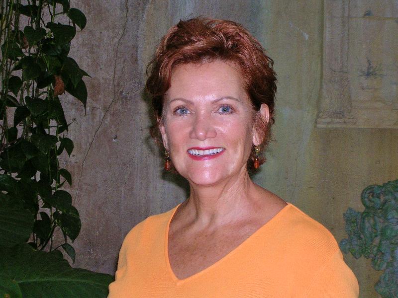 Beth La Caille Headshot