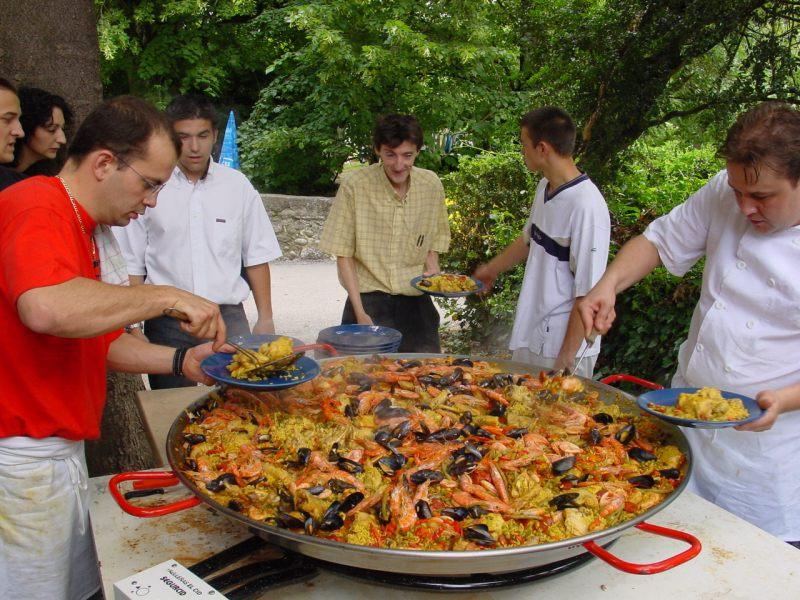 really big party paella!