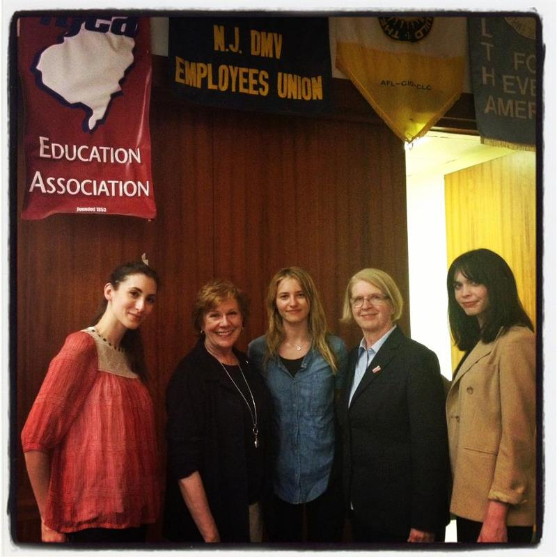 Roberta Reardon (second from left) and Sara Ziff  (third from right) were special guest judges in LSER's case competition.