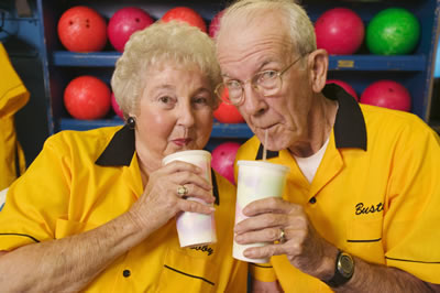 bowling-beverage-couple.jpg