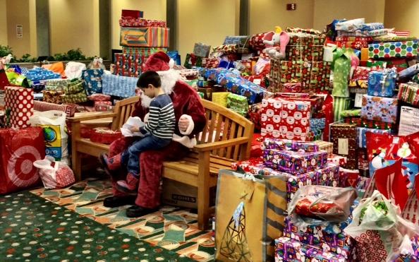 Aon Hewitt Giving Gifts