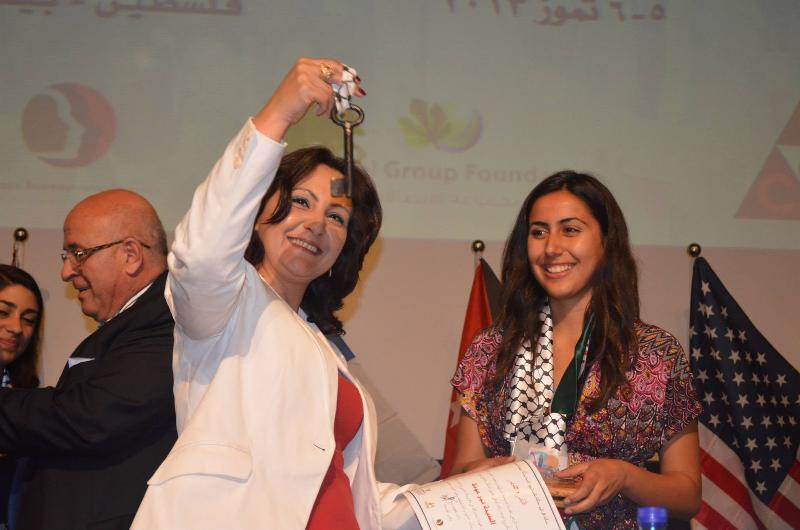 vera baboun receiving her key