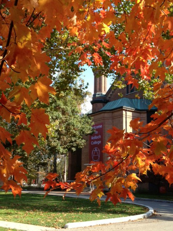 A crisp fall day on campus Thursday, October 18. Photo by Maggie Rusnak.