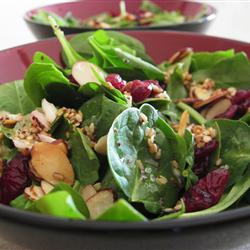Spinach salad with nuts