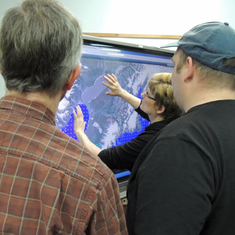Joan Yeager with CISPRI, manipulates the CIRT screen during training