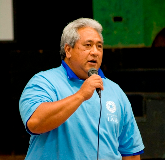 LCA President Pane Meatoga, Jr., at a previous community meeting