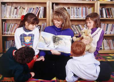 teacher-reading-story.jpg