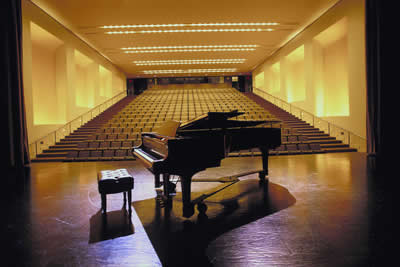 piano-stage