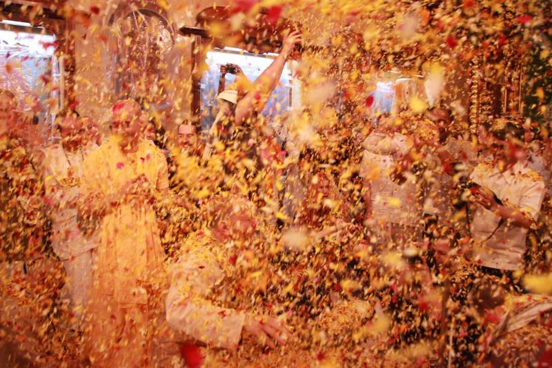 Flowers showered on crowd