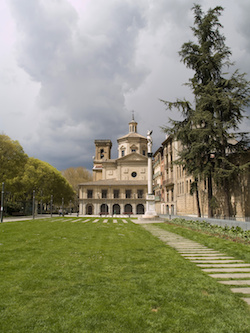 Vista de Pamplona, capital de Navarra, España | Sacred Mystical Journeys
